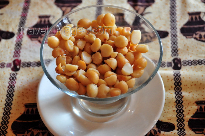 malawi120: Blantyre, Malawi: bowl with macadamia nuts - Malawi is one of the world's top producers of macadamia nuts - photo by M.Torres - (c) Travel-Images.com - Stock Photography agency - Image Bank