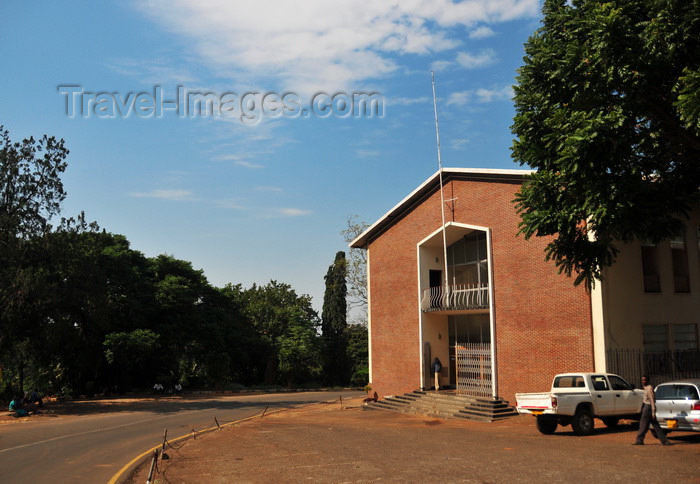 malawi65: Zomba, Malawi: 'new' wing of the Parliament, built in the 1960s adjacent to the Old Parliament House - photo by M.Torres - (c) Travel-Images.com - Stock Photography agency - Image Bank