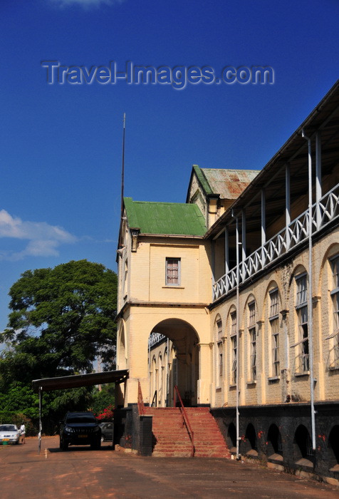 malawi67: Zomba, Malawi: Old Parliament / State House building and SUV - British colonial architecture - photo by M.Torres - (c) Travel-Images.com - Stock Photography agency - Image Bank