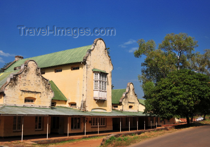 malawi69: Zomba, Malawi: MBC - Malawi Broadcasting Corporation, Zomba Studio - facade of an old and dilapidated public building, former National Statistics Office - photo by M.Torres - (c) Travel-Images.com - Stock Photography agency - Image Bank