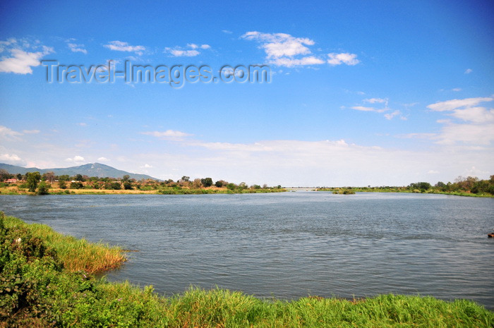malawi71: Liwonde, Machinga District, Malawi: Shire River seen from the main road connecting Zomba to Lilongwe - photo by M.Torres - (c) Travel-Images.com - Stock Photography agency - Image Bank