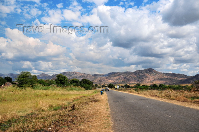 malawi73: Lake Malombe, Malawi: view along the road to Mangochi - photo by M.Torres - (c) Travel-Images.com - Stock Photography agency - Image Bank