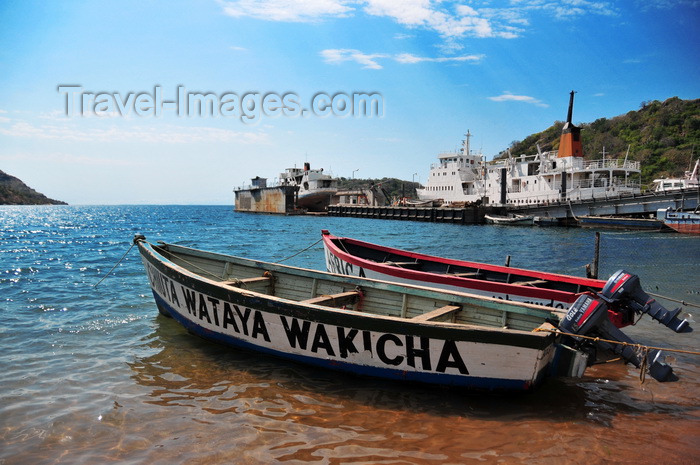 malawi76: Monkey Bay / Lusumbwe, Malawi: fishing boats with outboard engines, 'Ckiuta Wataya Wakicha', dry docks and MV Mtendere - Lake Malawi / Nyasa, Nankumba Peninsula - photo by M.Torres - (c) Travel-Images.com - Stock Photography agency - Image Bank