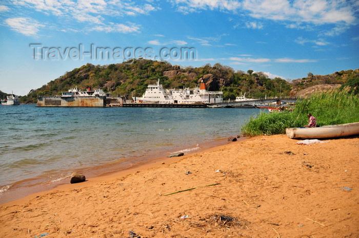 malawi79: Monkey Bay / Lusumbwe, Malawi: beach, trawler in dry dock and MV Mtendere, the ferry to Chilumba, Makanjia, Meponda, Senga Bay - Lake Malawi, Nankumba Peninsula - photo by M.Torres - (c) Travel-Images.com - Stock Photography agency - Image Bank