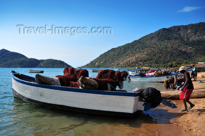 malawi89: Cape Maclear / Chembe, Malawi: boat carrying two hand carved pirogues is prepared for a night of fishing - wooden dugout canoes stacked across the gunnels - cape on the right, Domwe Island on the left - photo by M.Torres - (c) Travel-Images.com - Stock Photography agency - Image Bank
