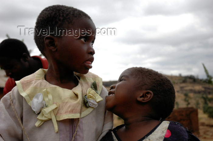 malawi9: Nkhoma, Lilongwe district, Central region, Malawi: kids - photo by D.Davie - (c) Travel-Images.com - Stock Photography agency - Image Bank
