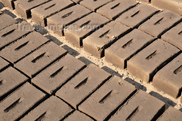 malawi90: Cape Maclear / Chembe, Malawi: freshly molded mud bricks lie baking under the hot Malawian sun - photo by M.Torres - (c) Travel-Images.com - Stock Photography agency - Image Bank