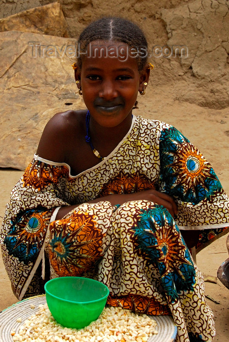 mali19: Djenné, Mopti Region, Mali: Fulani girl at the market - photo by J.Pemberton - (c) Travel-Images.com - Stock Photography agency - Image Bank