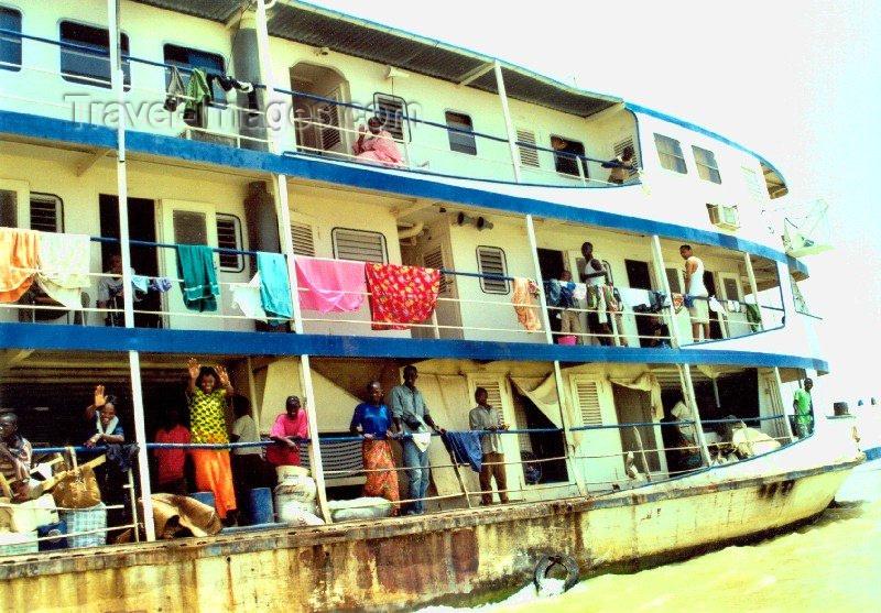 mali29: Mali - Niger river: village life on board the Bamako to Timbuktu / Tombouctou boat - photo by N.Cabana - (c) Travel-Images.com - Stock Photography agency - Image Bank