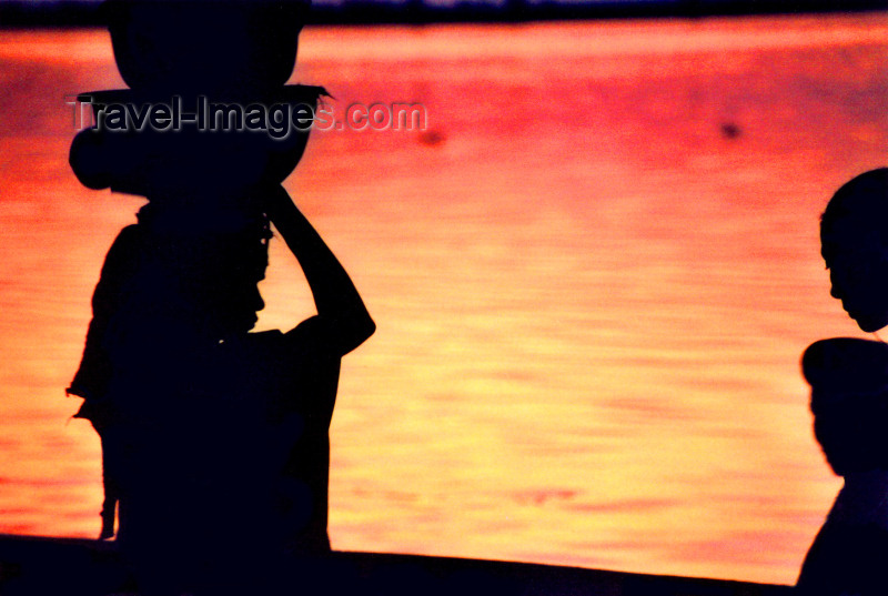 mali30: Mali - Segou: evening arrives - women silhouettes against the water - photo by by N.Cabana - (c) Travel-Images.com - Stock Photography agency - Image Bank