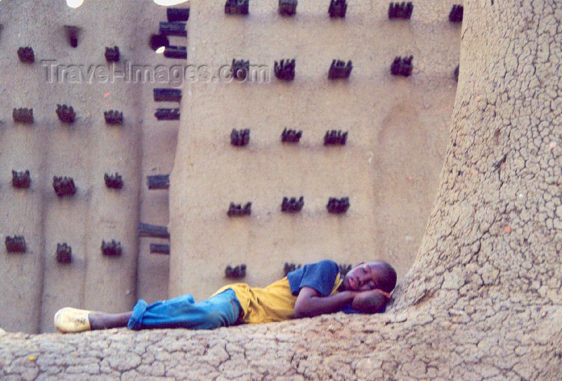 mali33: Djenné, Mopti Region, Mali: boy sleeping at the mosque - mud architecture - photo by N.Cabana - (c) Travel-Images.com - Stock Photography agency - Image Bank