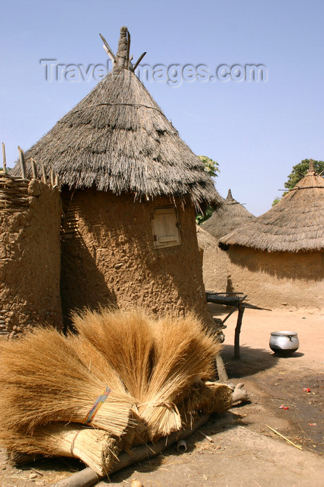 mali47: Mali - Bamako area - village houses - mud construction - photo by E.Andersen - (c) Travel-Images.com - Stock Photography agency - Image Bank