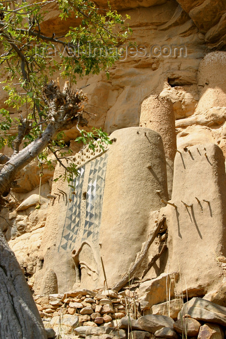 mali49: Mali - Dogon country - ceremonial house under the cliff - photo by E.Andersen - (c) Travel-Images.com - Stock Photography agency - Image Bank