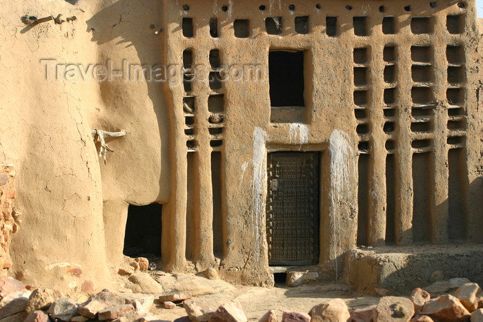 mali51: Mali - Dogon country - house for the village's eldest man - photo by E.Andersen - (c) Travel-Images.com - Stock Photography agency - Image Bank