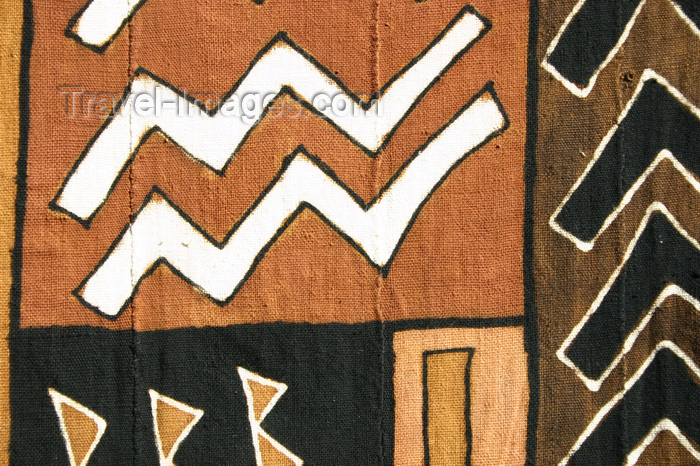 mali53: Mali - Mud cloth - dyed traditionally with mud colours - photo by E.Andersen - (c) Travel-Images.com - Stock Photography agency - Image Bank