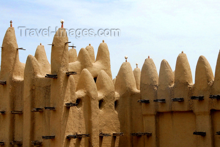 mali56: Djenné cercle, Mopti Region, Mali: walls of a mud brick Mosque in a village outside Djenne - built with of sun-baked mud bricks called 'ferey' a mud based mortar - photo by J.Pemberton - (c) Travel-Images.com - Stock Photography agency - Image Bank