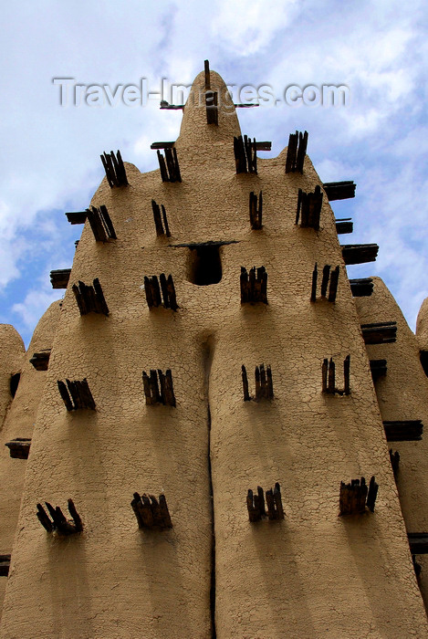 mali58: Djenné cercle, Mopti Region, Mali: tower of a mud brick Mosque in a village outside Djenne - deleb palm wood embedded in the adobe walls serves as scaffolding for repairs - Sahel Islamic architecture - photo by J.Pemberton - (c) Travel-Images.com - Stock Photography agency - Image Bank
