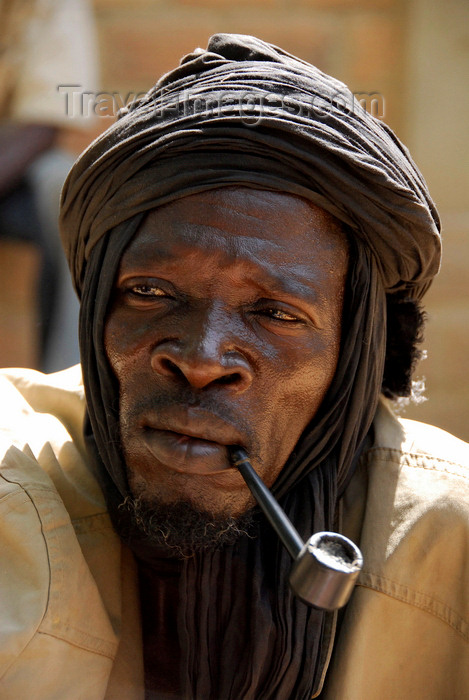 mali59: Djenn&#233;, Mopti Region, Mali: portrait of a medicine man smoking a pipe at monday market - photo by J.Pemberton - (c) Travel-Images.com - Stock Photography agency - Image Bank
