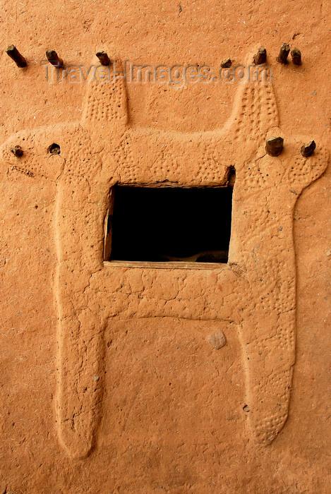 mali67: Bandiagara Escarpment, Dogon country, Mopti region, Mali: window decoration on a Dogon mud brick house - photo by J.Pemberton - (c) Travel-Images.com - Stock Photography agency - Image Bank
