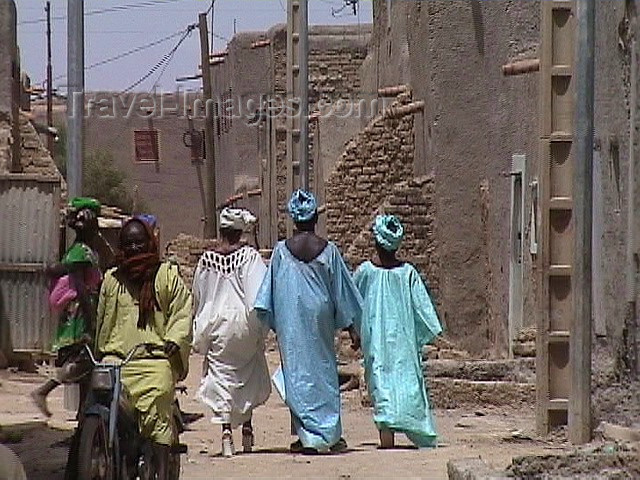 mali7: Mali - Mopti: street scene - photo by A.Slobodianik - (c) Travel-Images.com - Stock Photography agency - Image Bank