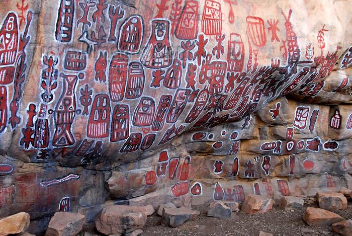 mali70: Bandiagara Escarpment, Dogon country, Mopti region, Mali: Songo village circumcision ceremony paintings - rock paintings on the great vault - photo by J.Pemberton - (c) Travel-Images.com - Stock Photography agency - Image Bank
