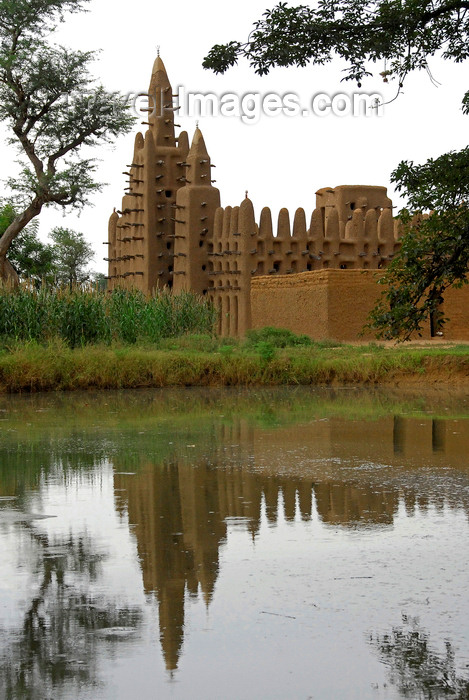 mali74: Bandiagara Escarpment area, Dogon country, Mopti region, Mali: Mosque reflected in a pond - mud architecture - photo by J.Pemberton - (c) Travel-Images.com - Stock Photography agency - Image Bank