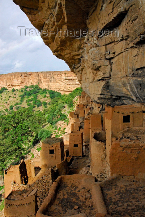 mali77: Bandiagara Escarpment, Dogon country, Mopti region, Mali: Tellem and Dogon granaries under the cliff - Land of the Dogons - Unesco world heritage site - photo by J.Pemberton - (c) Travel-Images.com - Stock Photography agency - Image Bank