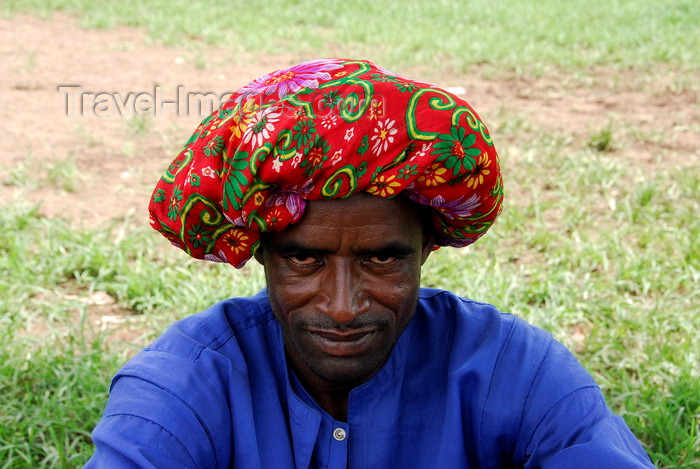 mali80: Kati,  Koulikoro Region, Mali: man with red head gear at cattle market - photo by J.Pemberton - (c) Travel-Images.com - Stock Photography agency - Image Bank