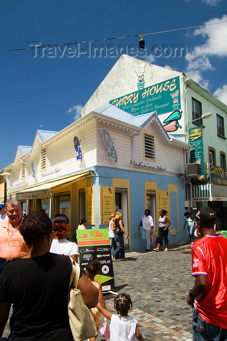 martinique19: Fort-de-France, Martinique: city scene - shop - Carib Indians called the island Madinina - photo by D.Smith - (c) Travel-Images.com - Stock Photography agency - Image Bank