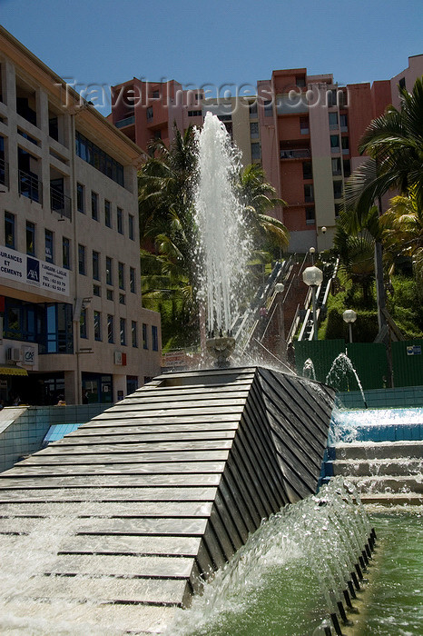 martinique25: Fort-de-France, Martinique: modern fountain - photo by D.Smith - (c) Travel-Images.com - Stock Photography agency - Image Bank
