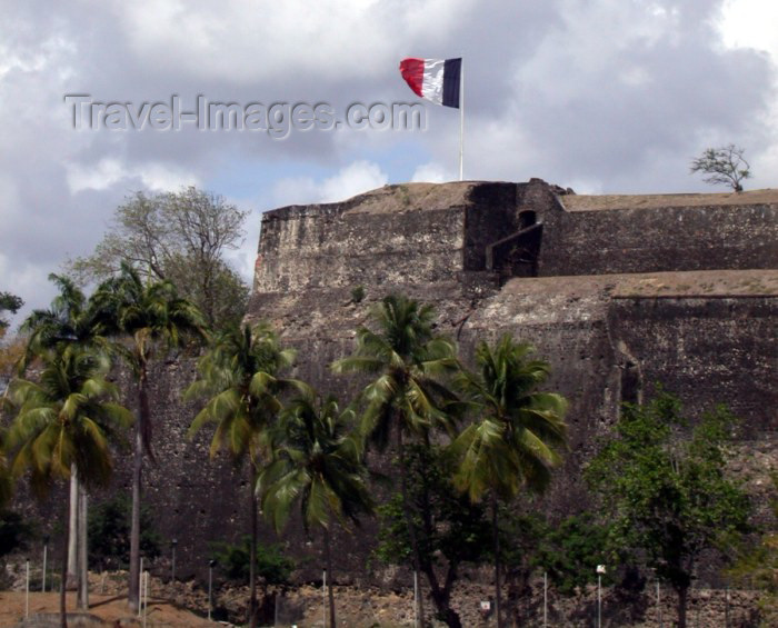 martinique3: Antilles - Caribbean - Martinique / Martinica: Fort de France / FDF: le tricoleur over the fort (photographer: R.Ziff) - (c) Travel-Images.com - Stock Photography agency - the Global Image Bank