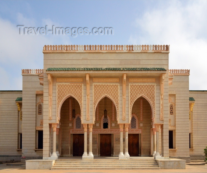 mauritania1: Nouakchott, Mauritania: imposing entrance portico with ogival arches and crenelation - the Saudi Mosque aka Grand Mosque - King Faisal avenue and Mamadou Konate street - la Mosquée Saoudienne - photo by M.Torres - (c) Travel-Images.com - Stock Photography agency - Image Bank