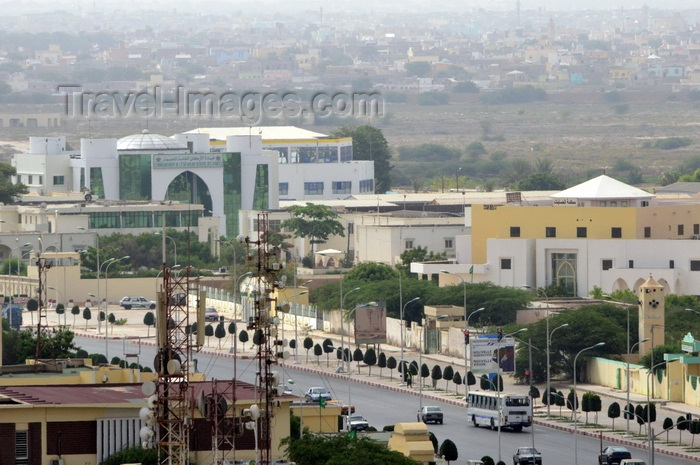 mauritania10: Nouakchott, Mauritania:Abdel Nasser Avenue with the Army HQ on the left and the Accounting School on the left - seen from above - traffic and people - photo by M.Torres - (c) Travel-Images.com - Stock Photography agency - Image Bank