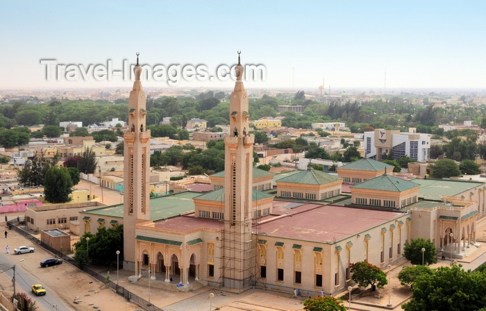 mauritania5: Nouakchott, Mauritania: the Saudi Mosque aka Grand Mosque, seen from above, with the city's skyline in the background - King Faisal avenue and Mamadou Konate street - la Mosquée Saoudienne - photo by M.Torres - (c) Travel-Images.com - Stock Photography agency - Image Bank