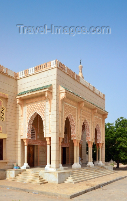 mauritania57: Nouakchott, Mauritania: the Saudi Mosque aka Grand Mosque - arched porch with intricate Islamic ornamentation - King Faisal avenue and Mamadou Konate street - la Mosquée Saoudienne - photo by M.Torres - (c) Travel-Images.com - Stock Photography agency - Image Bank