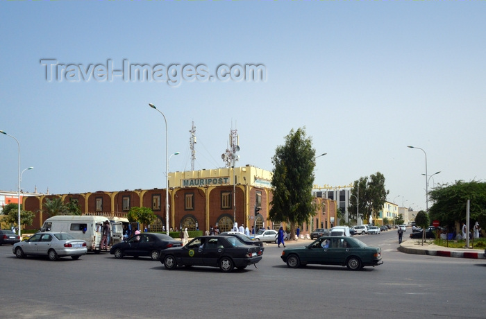 mauritania60: Nouakchott, Mauritania: life downtown, traffic and people on Gamal Abdel Nasser Avenue, busy corner of rue de l'Indépendance, near the central Post Office - photo by M.Torres - (c) Travel-Images.com - Stock Photography agency - Image Bank