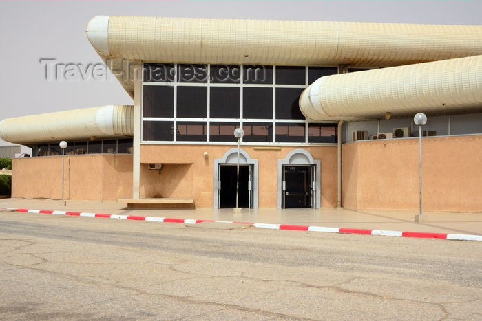 mauritania78: Nouakchott, Mauritania: Nouakchott International Airport, air side - entrance to the main terminal building - Aéroport de Nouakchott - photo by M.Torres - (c) Travel-Images.com - Stock Photography agency - Image Bank