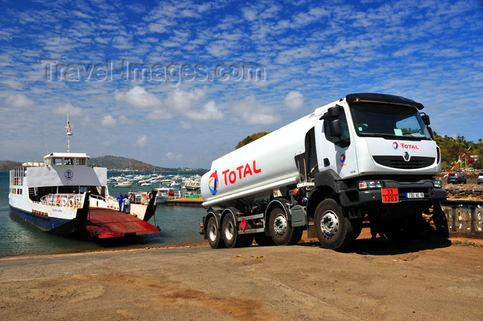 mayotte28: Mamoudzou, Grande-Terre / Mahore, Mayotte: Total fuel truck (Renault) and the Salama Djema ferry - photo by M.Torres - (c) Travel-Images.com - Stock Photography agency - Image Bank