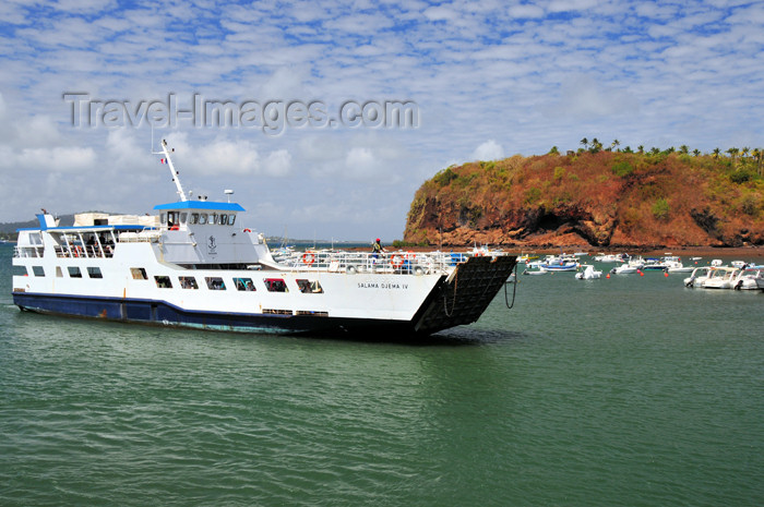 mayotte32: Mamoudzou, Grande-Terre / Mahore, Mayotte: the ferry arrived - 'barge' Salama Djema IV - Pointe Mahabou in the background - photo by M.Torres - (c) Travel-Images.com - Stock Photography agency - Image Bank