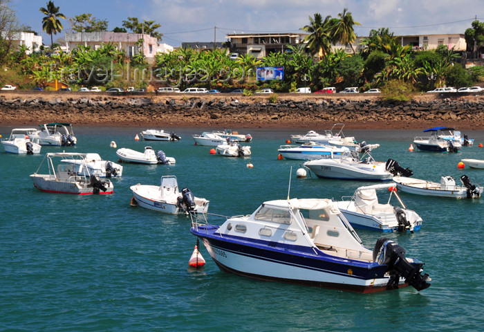 mayotte34: Mamoudzou, Grande-Terre / Mahore, Mayotte: small boats moored along Adrian Souli avenue - Corniche - photo by M.Torres - (c) Travel-Images.com - Stock Photography agency - Image Bank