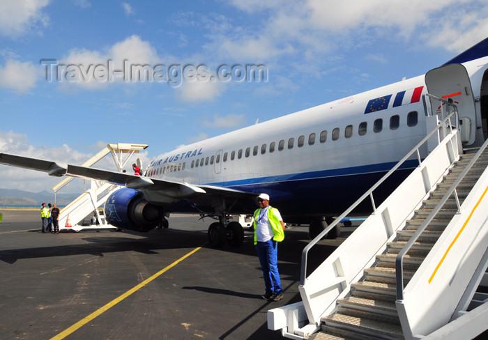 mayotte39: Pamandzi, Petite-Terre, Mayotte: Air Austral aircraft ready for boarding - Dzaoudzi Pamandzi International Airport - DZA - F-ODZY Boeing 737-33A - photo by M.Torres - (c) Travel-Images.com - Stock Photography agency - Image Bank