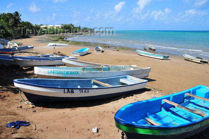 mayotte47: Pamandzi, Petite-Terre, Mayotte: boats on the beach - photo by M.Torres - (c) Travel-Images.com - Stock Photography agency - Image Bank