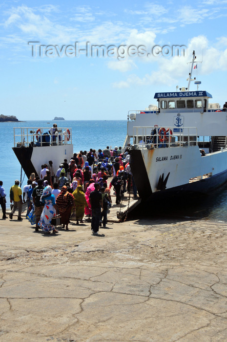 mayotte66: Dzaoudzi, Petite-Terre, Mayotte: passengers board the ferry to Momoju - Salama Djema II - photo by M.Torres - (c) Travel-Images.com - Stock Photography agency - Image Bank