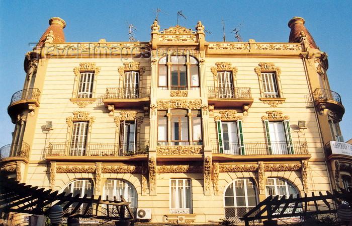melilla65: Melilla: Edificio Reconquista - art deco balcony and pergola - Plaza Menéndez Pelayo - photo by M.Torres - (c) Travel-Images.com - Stock Photography agency - Image Bank