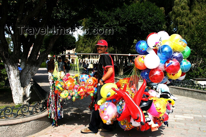 mexico123: Mexico - Dolores Hidalgo (Guanajuato): balloon seller in a park / jardin (photo by R.Ziff) - (c) Travel-Images.com - Stock Photography agency - Image Bank