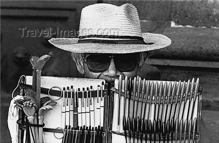 mexico353: Mexico City: blind man selling pens - photo by Y.Baby - (c) Travel-Images.com - Stock Photography agency - Image Bank