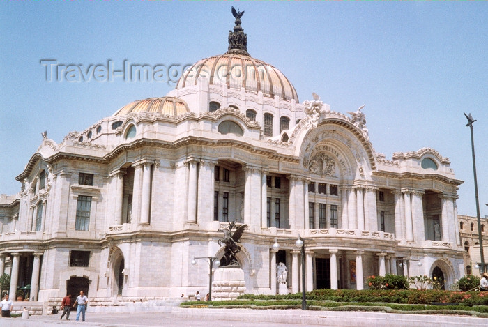 mexico6: Mexico City: Palace of Fine Arts (theather and opera) - architects: Adamo Boari and Federico Mariscal / Palacio de Bellas Artes - photo by M.Torres - (c) Travel-Images.com - Stock Photography agency - Image Bank