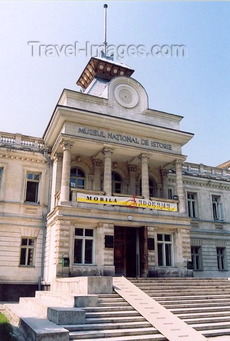 moldova58: Chisinau / Kishinev, Moldova: National History Museum / Muzeul National de Istorie - Str 31 August 1989 - architects Simsko-Savoiski and H. Lonski - photo by M.Torres) - (c) Travel-Images.com - Stock Photography agency - Image Bank