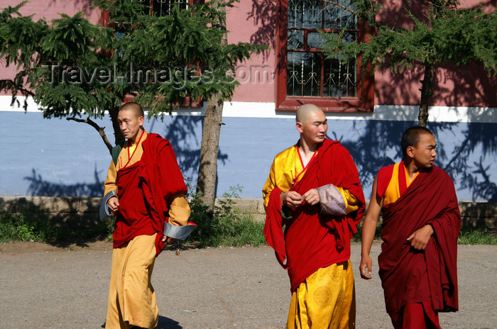 mongolia110: Ulan Bator / Ulaanbaatar, Mongolia: monks in Gandan Khiid Monastery - photo by A.Ferrari - (c) Travel-Images.com - Stock Photography agency - Image Bank