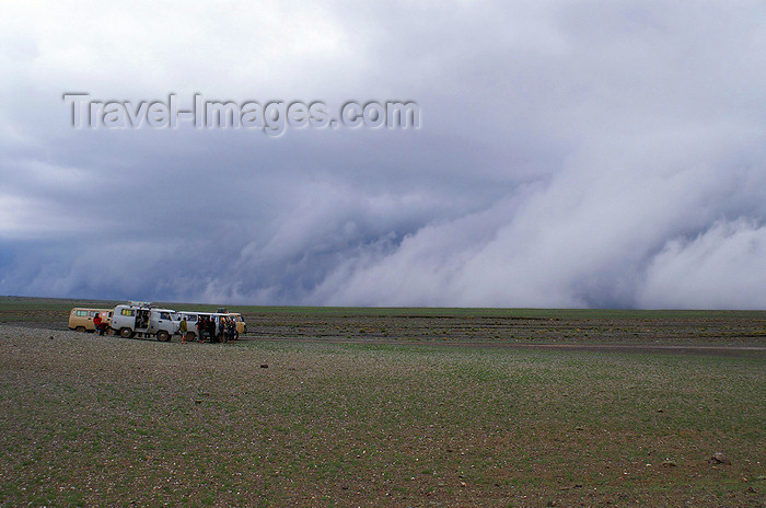 mongolia208: Gobi desert, southern Mongolia: storm clouds in the desert - photo by A.Ferrari - (c) Travel-Images.com - Stock Photography agency - Image Bank